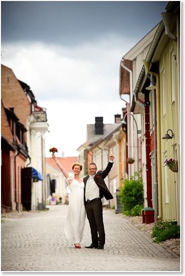 Annika och Peter i gamla stan i Eksjö | Bröllopsfotografering | Johan Lindqvist Fotografi 6