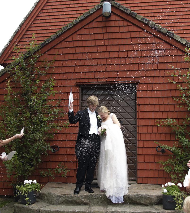 Mikaela och Johannes , vigsel i St:Olofs Kapell, Tylösand, Halmstad, Halland 3